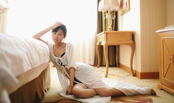 魅力模特黑色蕾丝内衣写真