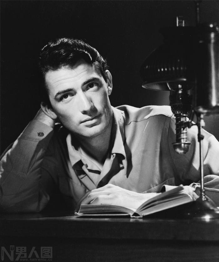 终年87岁的美国男演员格利高里·派克老年照片