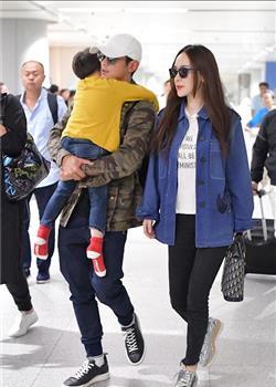 杜江与霍思燕夫妇现身北京机场 嗯哼大王熟睡样子呆萌