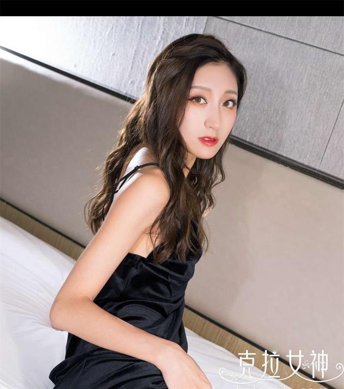 气质女神诺雅穿黑色吊带裙美出天际 充满浓浓女人味!
