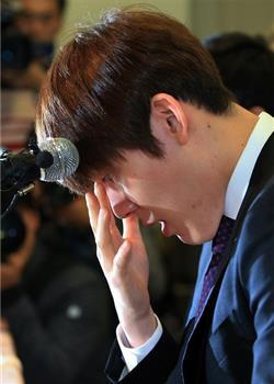 朴泰桓含泪鞠躬道歉