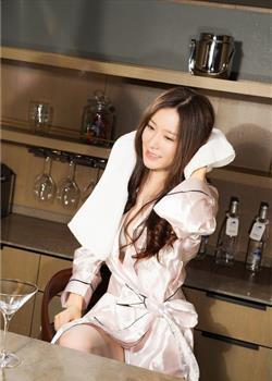 气质模特丝绸睡衣私房照 长发飘飘淡雅清新