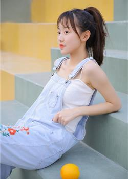 素人美女学生妹清纯吊带背心户外养眼写真