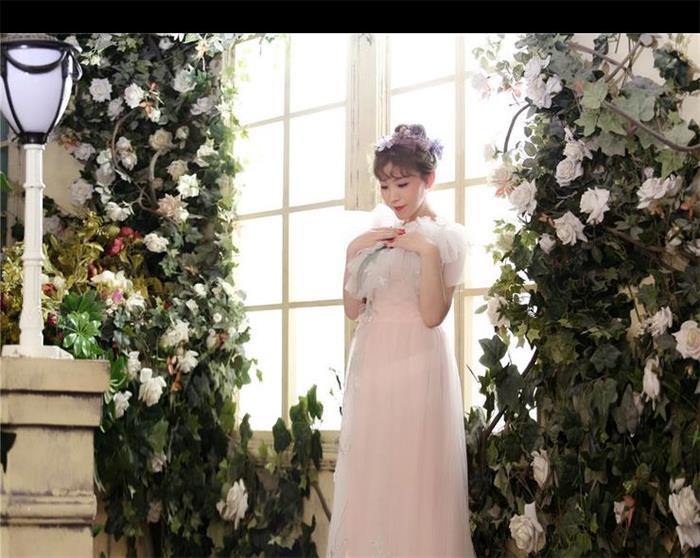 气质美女高端写真 一袭白色长裙彰显优雅魅力