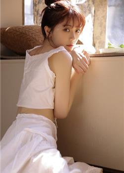 丸子头美女背心长裙细腰美腿私房写真