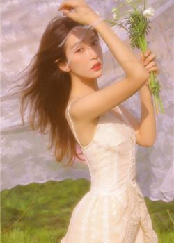 金色阳光下的极品正妹飘逸长发红唇雪肤户外写真