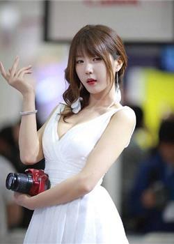 玲珑秀气韩国美女车模清纯不失性感