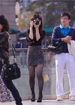 街拍高跟鞋摄影师美女少妇黑丝美腿短裙诱惑图片