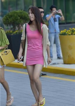 极品美女粉色超短裙性感美腿街拍图片