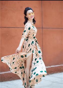 陈数街拍舞动夏日街头 清新长裙尽显女神范