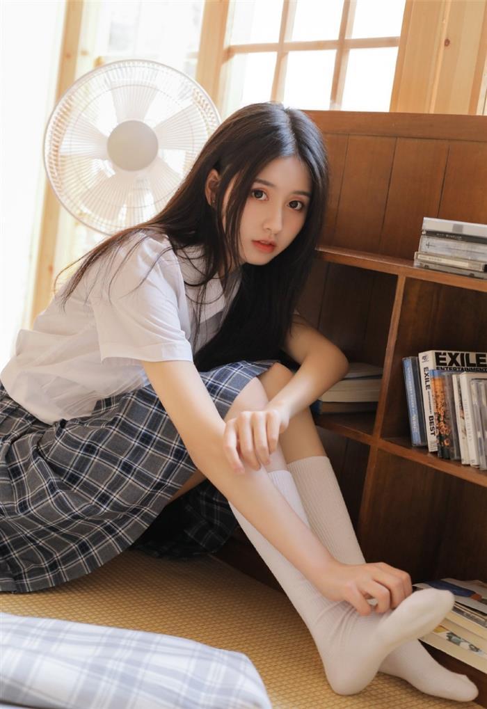 JK制服粉嫩学生妹性感短裙图片