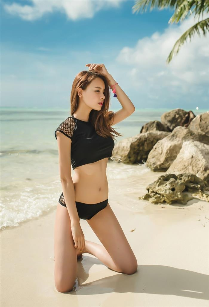 亚洲嫩模长腿小蛮腰沙滩套图