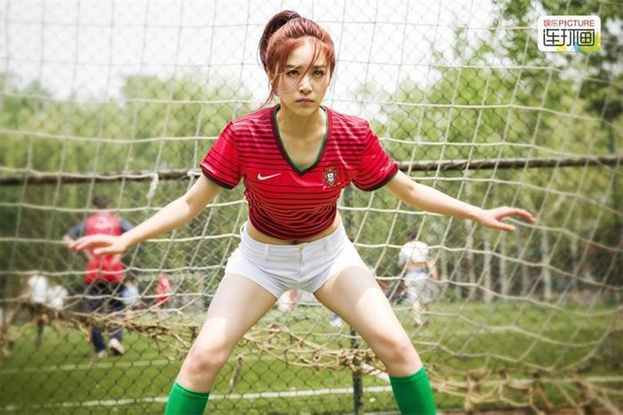 杨幂登《男人装》性感撩人秀美腿