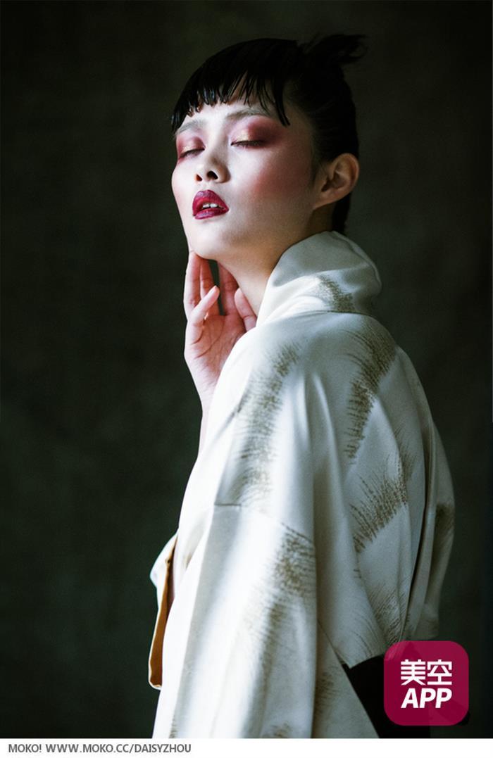 气质美女时尚写真曝光 展清纯性感魅力