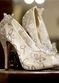 穿上灰姑娘的水晶鞋变成受万人瞩目的公主