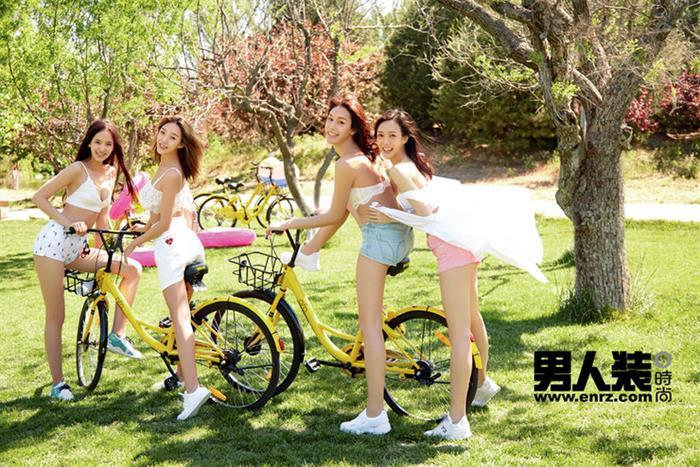 性感的白 纯洁的黄 自行车上的女同学