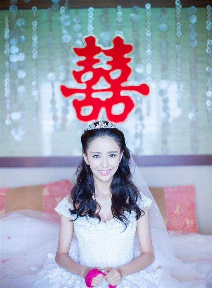 盘头披发长纱短纱…明星婚礼发型谁最美?
