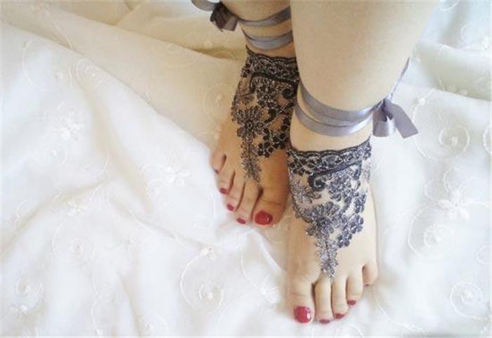 美女的脚丫非常漂亮的脚饰