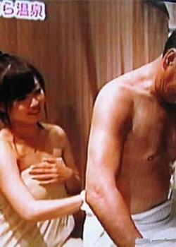 日本变态习俗 父亲节女儿陪父亲沐浴