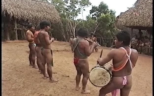 揭秘热带雨林中的裸体部落:男女老幼全裸体