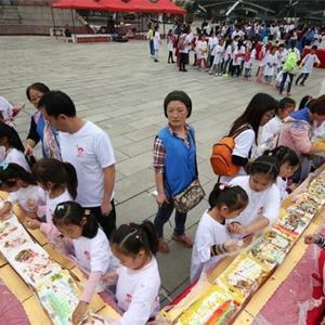 小学生制作67米长蛋糕