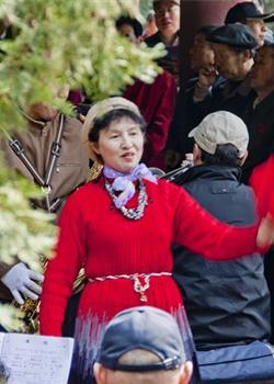 摄影图片 满园春色的颐和园里唱歌的人们