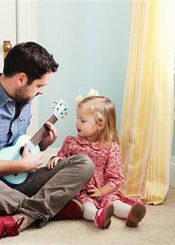 美国男子与3岁女儿再拍