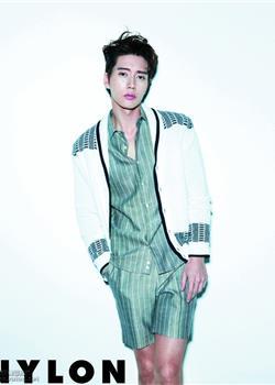 韩国帅哥朴海镇《NYLON》时尚杂志封面