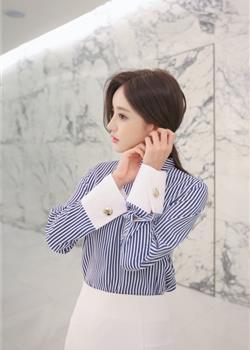 韩国美女肤白貌美腰细腿长写真