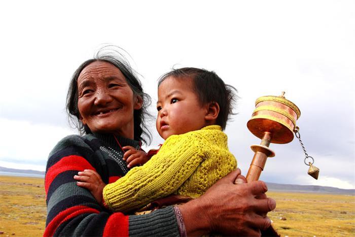 摄影图片 高原上年迈的人们