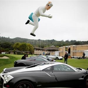 美国加州办古怪汽车竞赛 各路怪车亮相