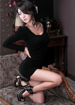 美女模特朴贤善紧身包臀裙s型曲线人体艺术写真