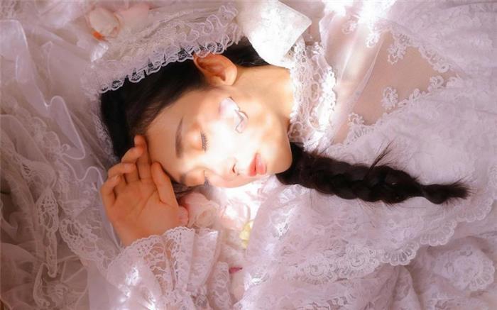 瓜子脸美女宫廷风纱裙韩式麻花辫个人艺术写真