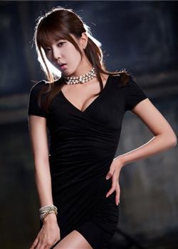 韩国性感美女许允美紧身包臀裙前凸后翘迷人写真