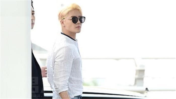 韩国偶像组合JYJ成员金俊秀仁川国际机场路透图