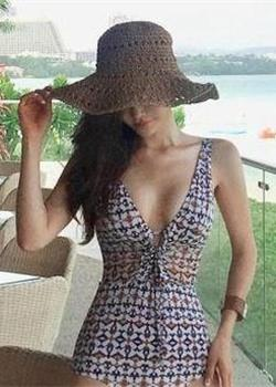 超大胆韩国美女模特比基尼泳衣丰乳肥臀艺术图片