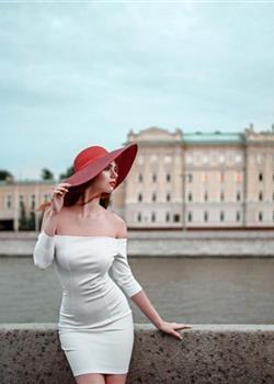 红唇性感美艳的成熟美女火辣好身材前凸后翘艺术照