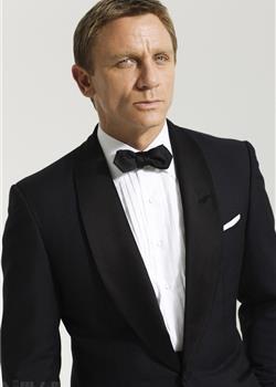 007主演52岁欧美帅哥丹尼尔克雷格黑色西装写真