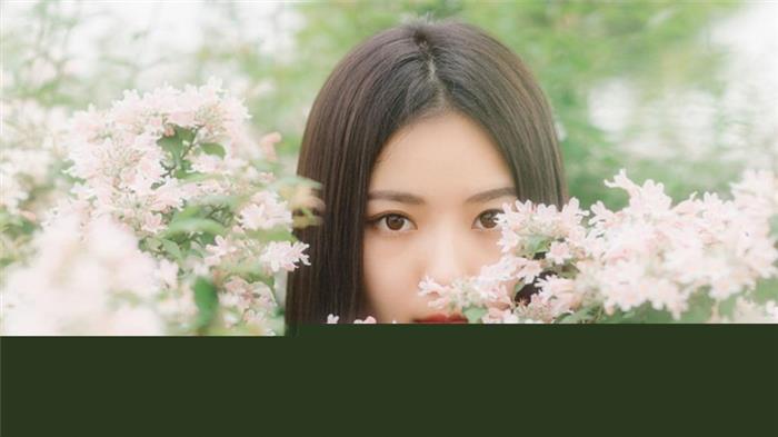 气质恬静的粉嫩学生妹黑长直发漂亮脸蛋花海写真