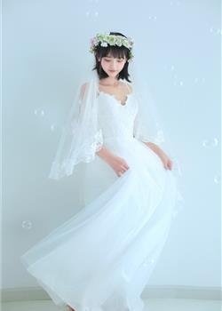 15岁童颜萝莉洁白婚纱皮肤白皙苗条身材图片