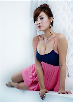 韩国性感美女车模崔涩琪丰满白嫩的胸脯曝光写真