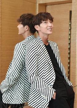 长相神似陈翔的韩国帅哥李准基新浪娱乐采访图片