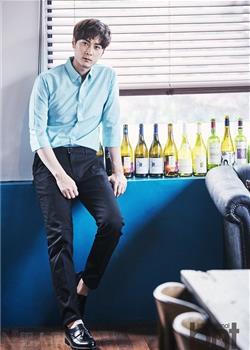 童颜依旧的韩国摇滚组合Buzz主唱闵京勋时尚写真
