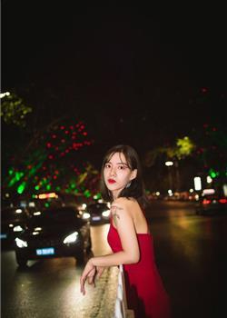 红裙少女唯美摄影写真 变身高端女王
