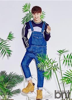 韩国男歌手卢志勋运动服背带裤活力十足时尚写真