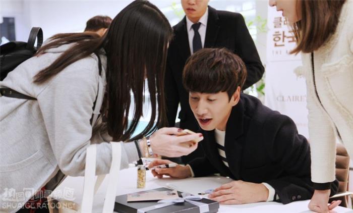 韩国综艺搞笑担当李光洙明洞百名粉丝签名会图片