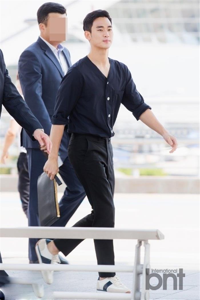 韩国实力派男演员金秀贤仁川国际机场高清图片