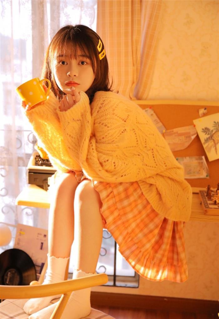 娇羞可人的童颜萝莉日系短发浓眉大眼美女照片秀