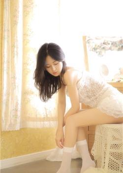 床上美女模特极品透视蕾丝诱惑白丝袜大长腿写真