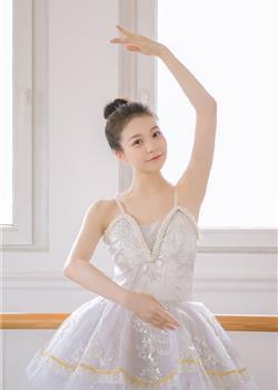 优雅迷人的芭蕾舞美眉香肩锁骨白皙肌肤美女私照